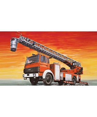 FIRE LADDER TRUCK IVECO MAGIRUS KIT 1:24