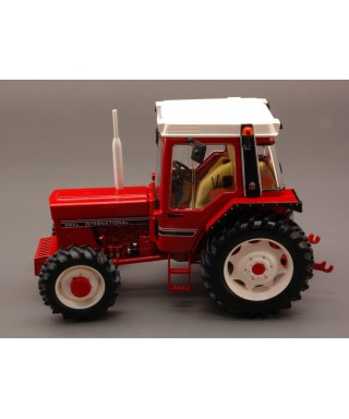INTERNATIONAL HARVESTER 845XL 1:32